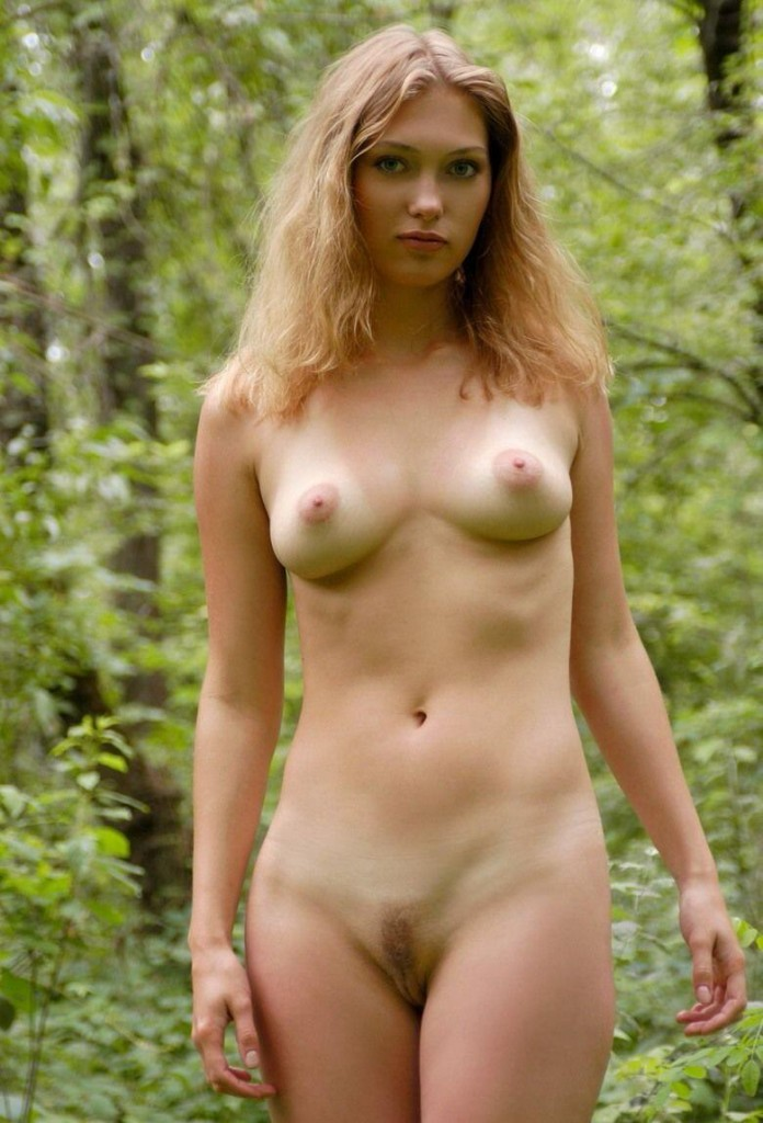 голые красивые девахи на фото на природе