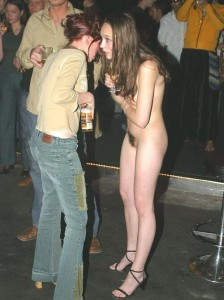 Tout va bien, je suis nue à un festival, personne ne me regarde bizarrement