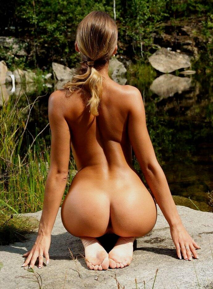 girls-perfect-naked-butt
