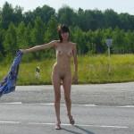 Femmes nue sur camion