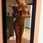 selfie d'une blonde dans la cuisine